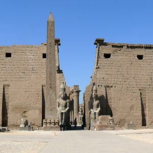 Pylons_and_obelisk_Luxor_temple